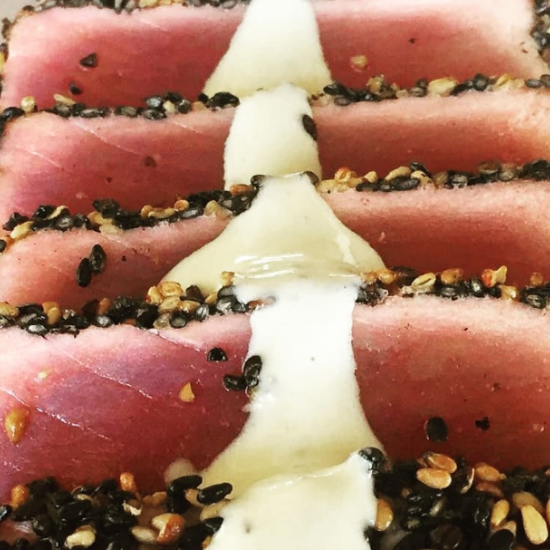 Seared tuna with wasabi cream